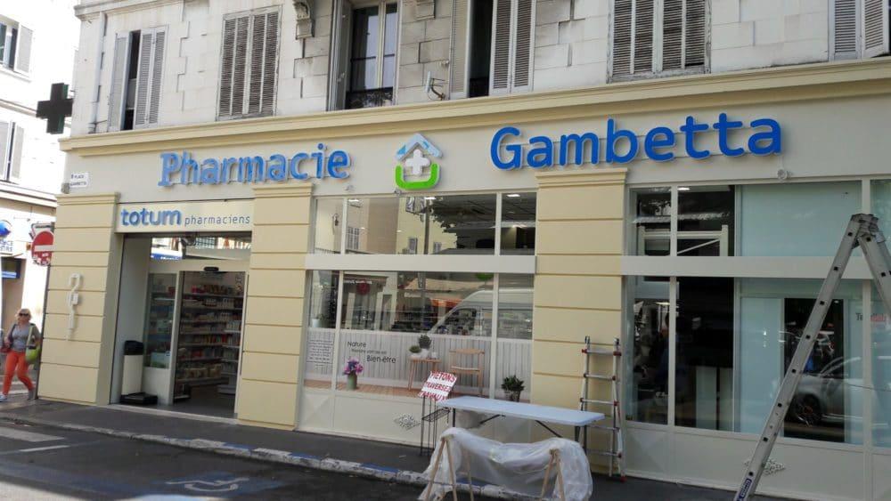 Fabrication d'une enseigne led pour la pharmacie Gambetta à Toulouse et Cannes