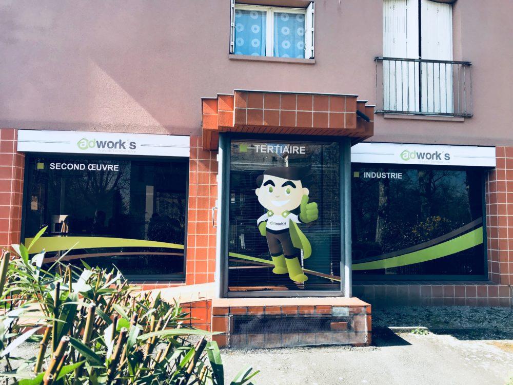 Enseigne Toulouse et marquage vitrine pour la société adworks