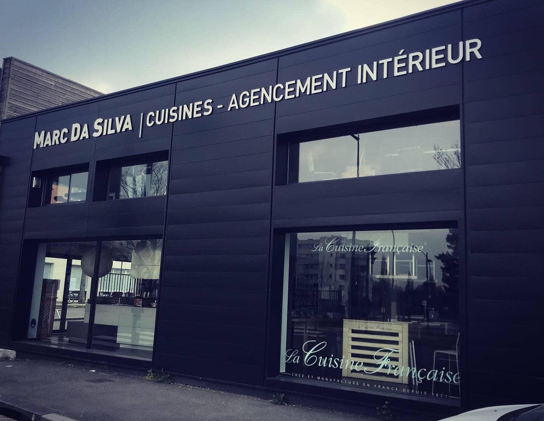Enseigne lettres découpées Toulouse signalétique extérieur