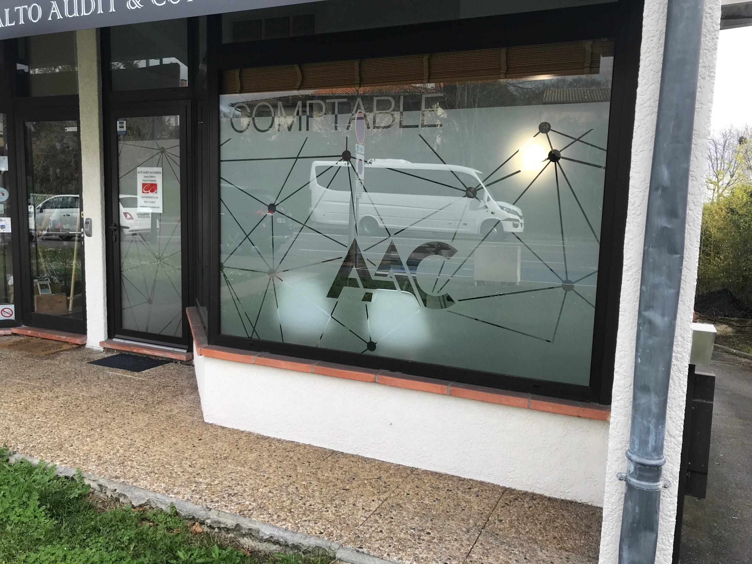 Marquage vitrine et signalétique intérieur Toulouse comptable