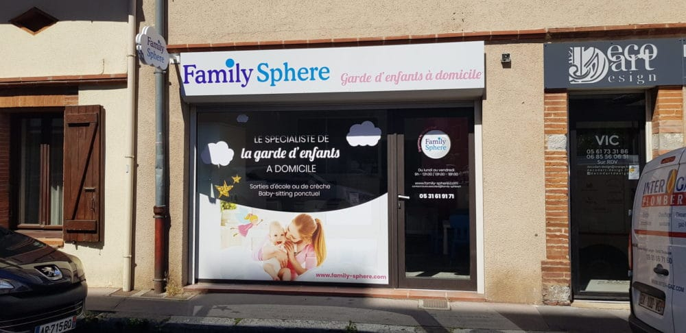Impression marquage vitrine et enseigne garderie Toulouse