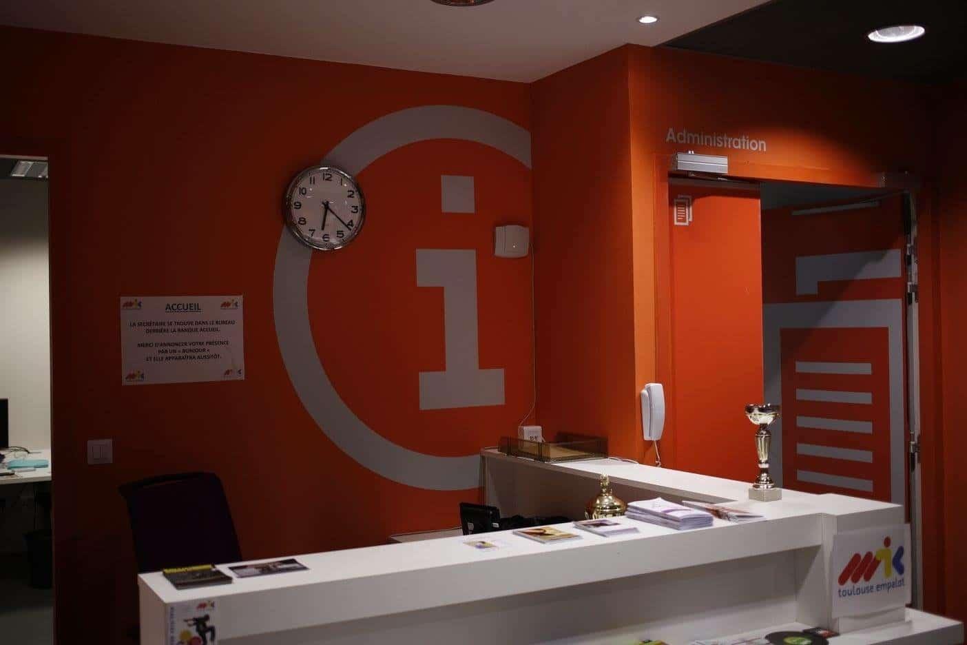 Enseigne Led enseigne lumineuse Toulouse - Signalétique - Impression grand format - adhésif - marquage vitrine