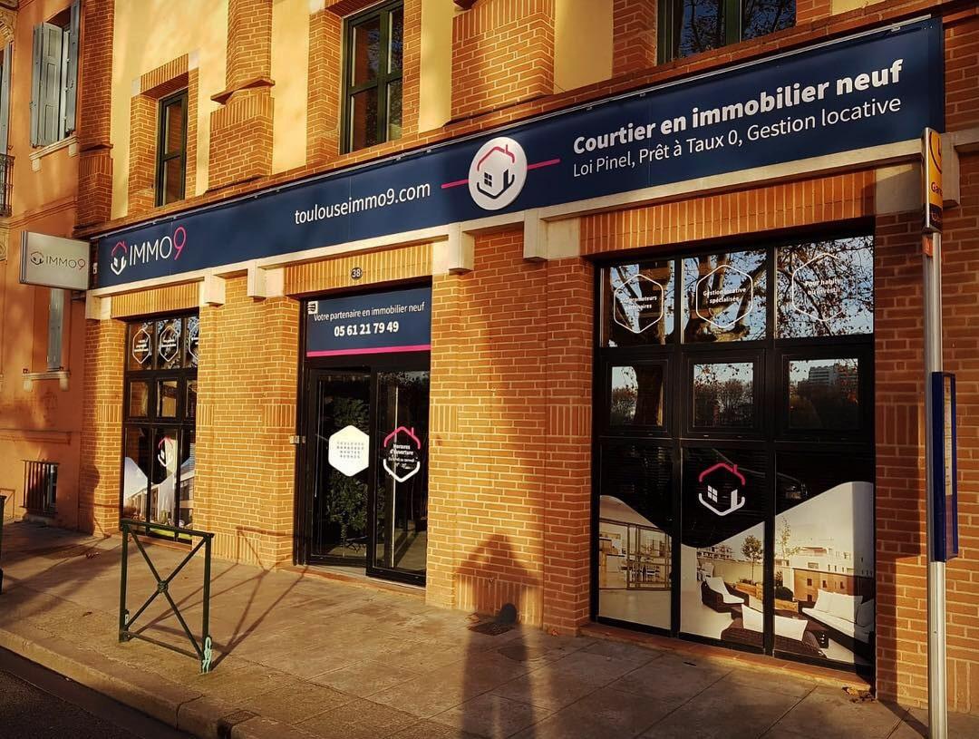 Enseigne lumineuse Toulouse enseigne signalétique enseigniste magasin enseigne led Toulouse marquage vitrine