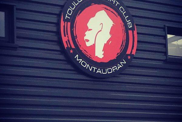 Fabrication d'une enseigne led à Toulouse, signalétique et devanture pour Toulouse Fight Club Montaudran