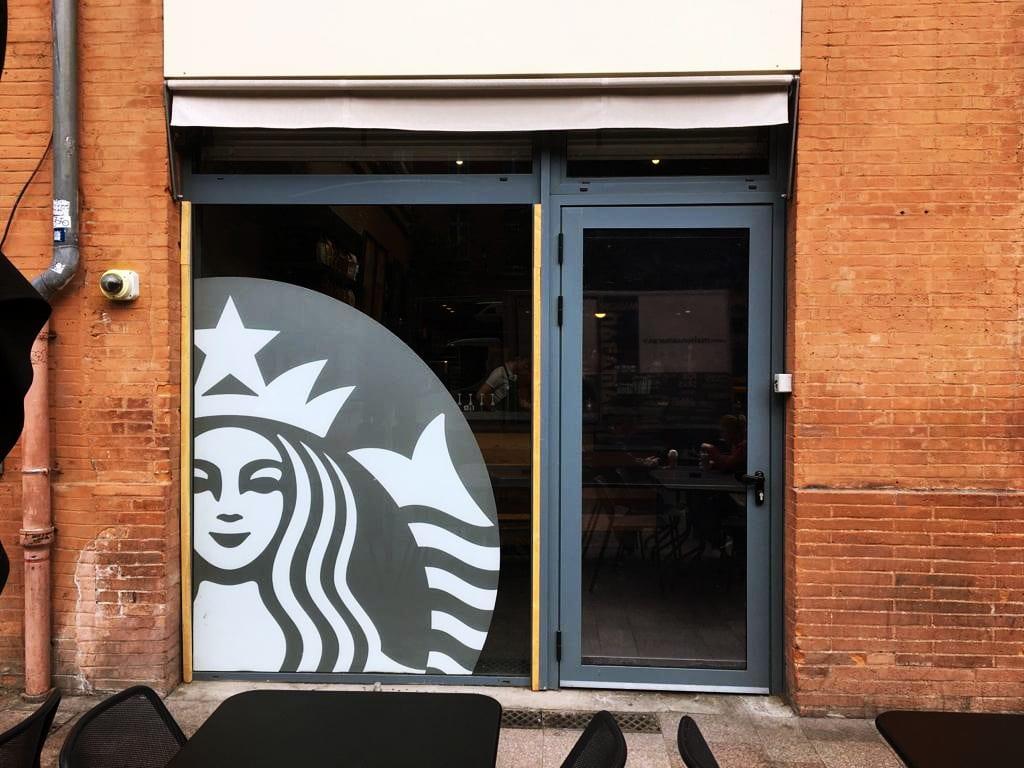 Marquage vitrine et signalétique à Toulouse pour Starbuck