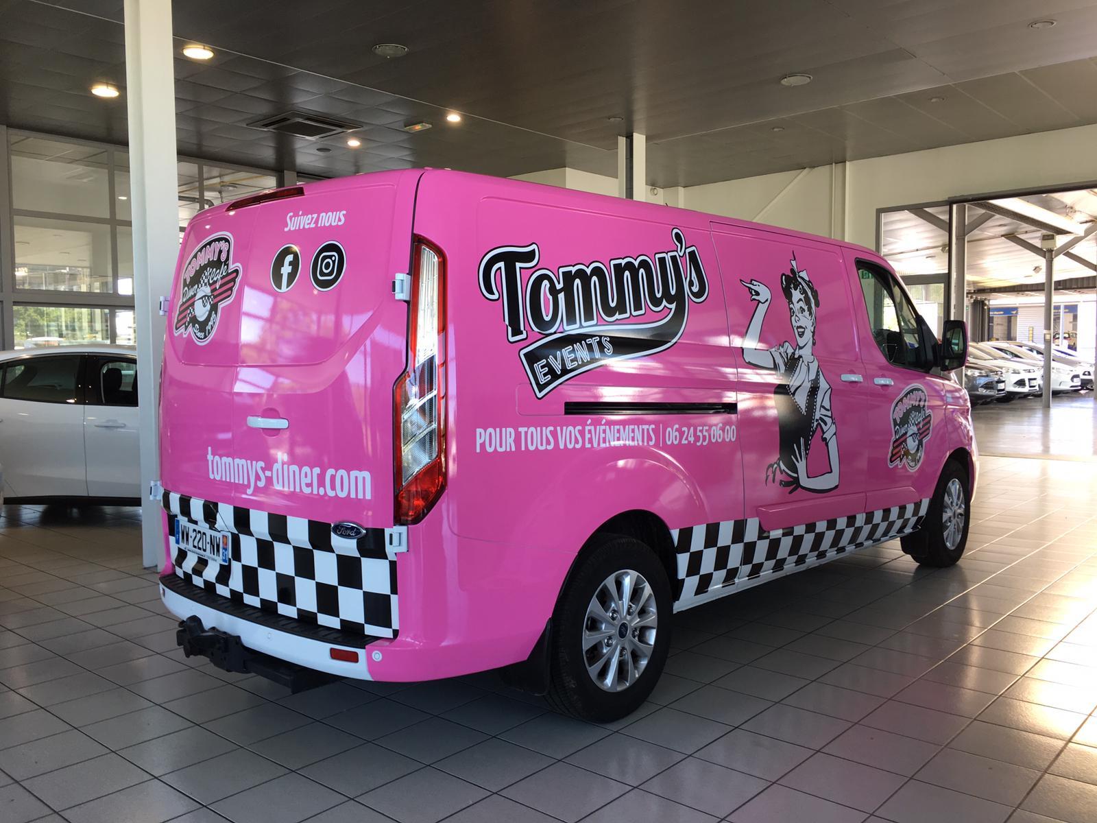 Impression d'un marquage véhicule, enseigne et signalétique Restaurant food truck Le tommy's