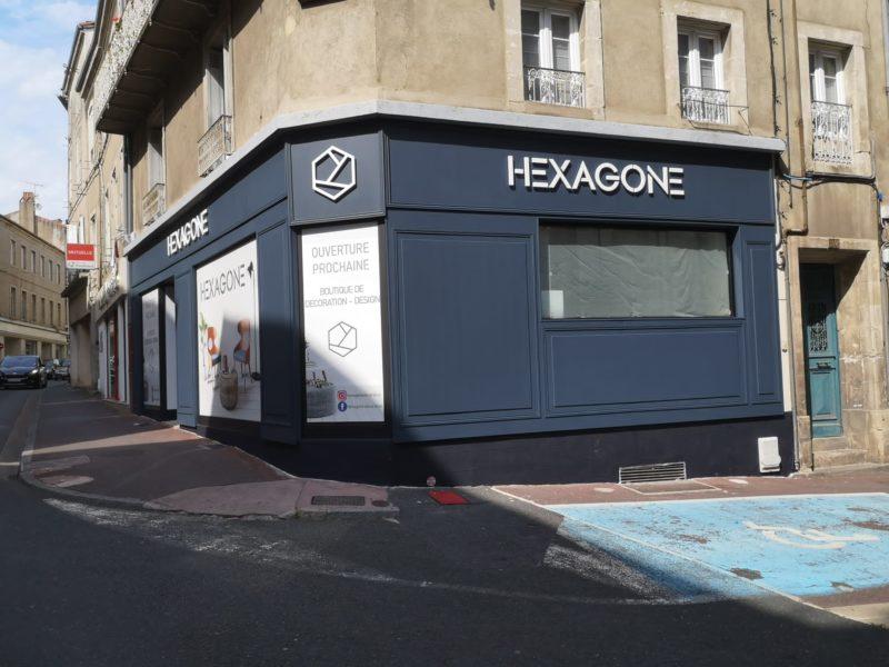 Enseigne Toulouse et habillage façade moulure bois